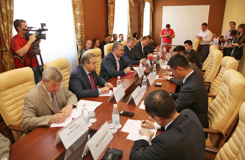 Китай будет поставлять в Крым оборудование для добычи нефти и газа, фото-2