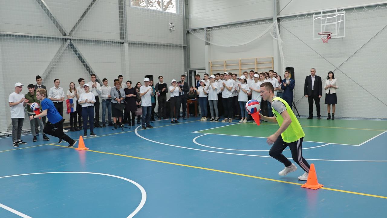 Сергей Аксёнов открыл модульный спортзал в Симферопольском политехническом колледже