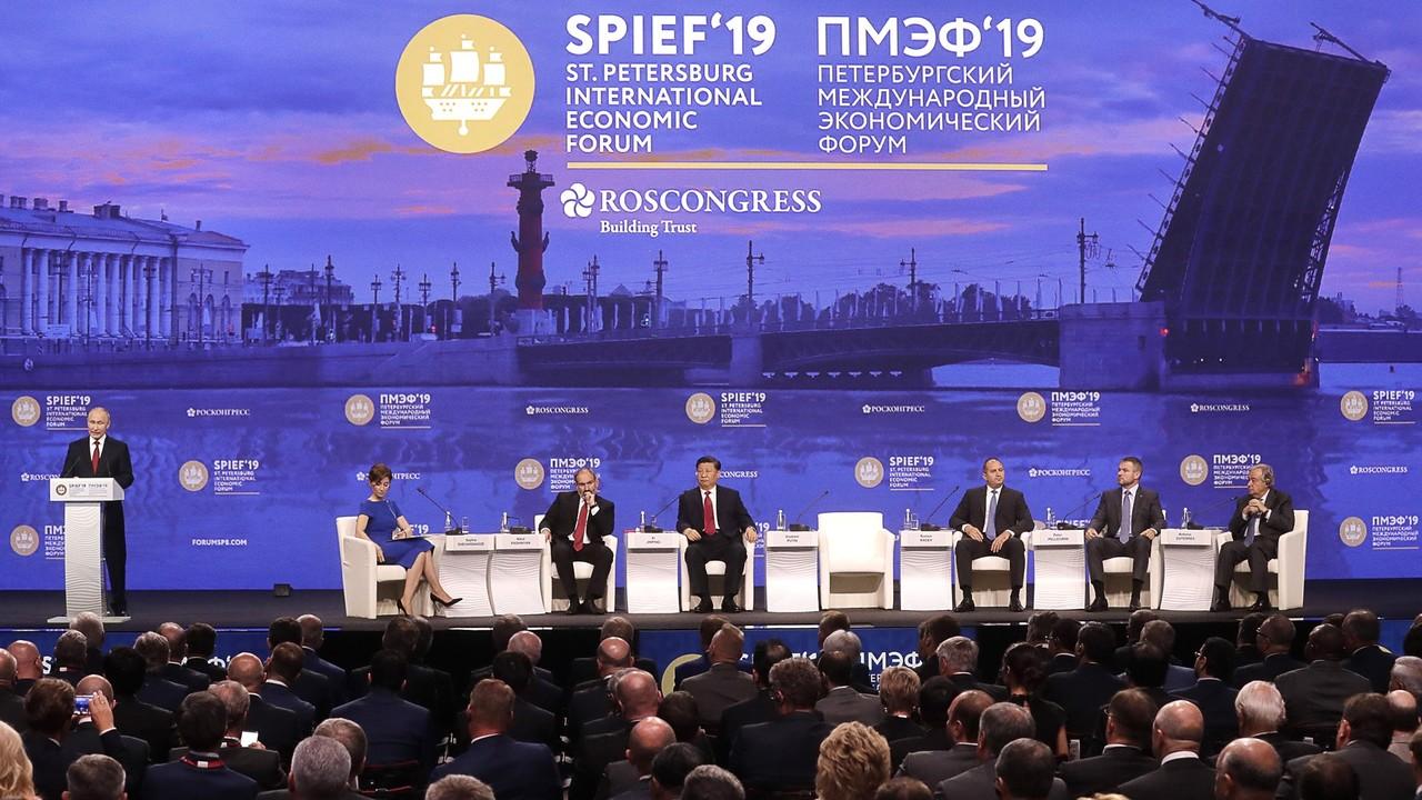 Сергей Аксёнов на ПМЭФ принял участие в пленарном заседании под руководством Президента