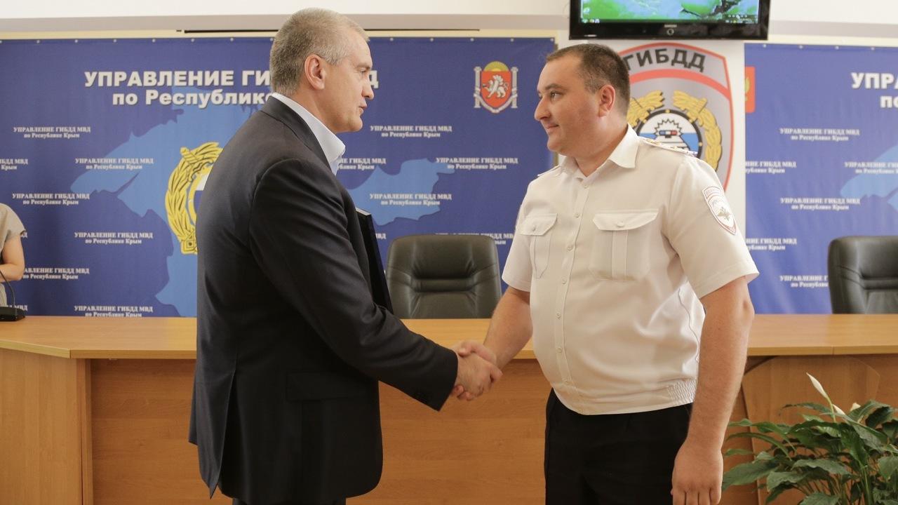 Сергей Аксёнов поздравил сотрудников ГИБДД с профессиональным праздником
