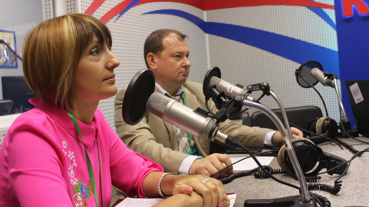 русские, смотреть фото сотрудников радио крым хозяина