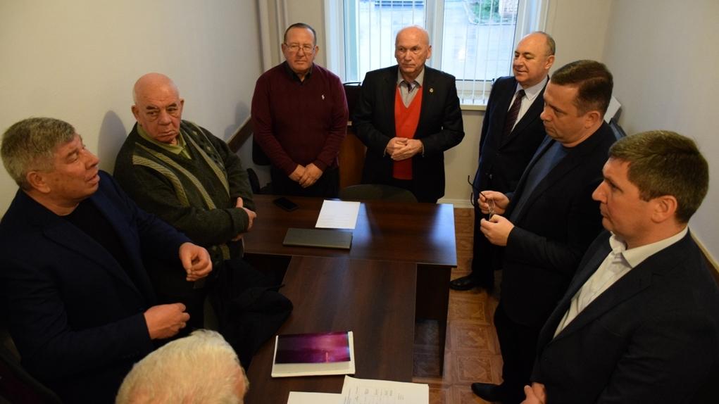 Члены Совета старейшин Ялты получили удостоверения