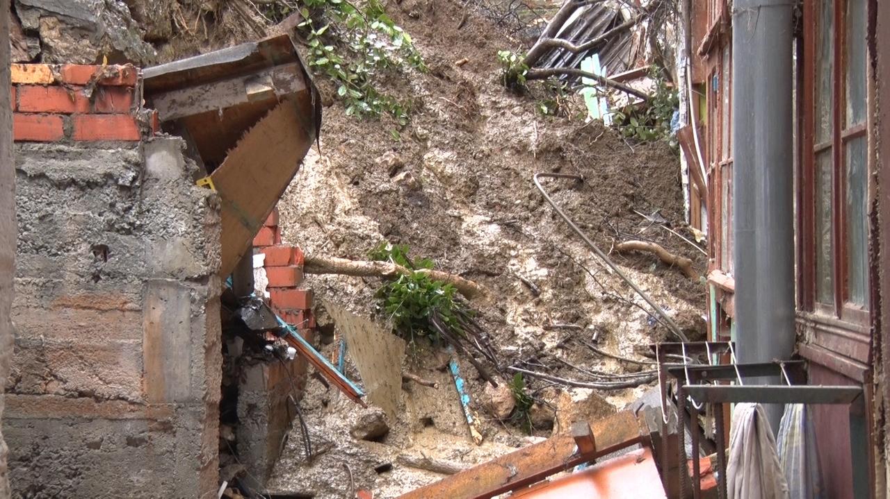 Городские власти не оставят на улице жильцов дома, попавшего под обрушение подпорной стены в переулке Ломоносова в Ялте